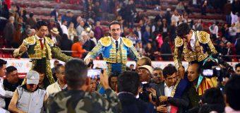 Ponce, Flores, Adame y Urquidi, en hombros en el Aniversario de La México