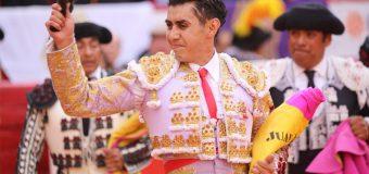 Juan Luis Silis levanta la mano
