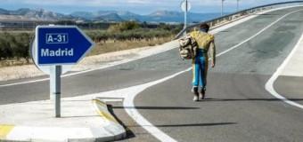 Curro Matola viaja a Madrid andando y de torero para pedir una oportunidad