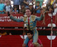 """Daniel Durán """"El Tico"""" se impone saliendo a hombros en Tezoquipa"""