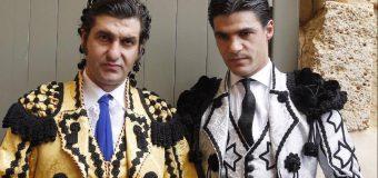 El toro ha muerto en la Goyesca de Ronda: ¡Viva la fiesta de los toreros!